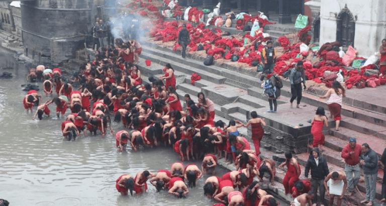 स्वस्थानीया व्रतालुपाखें बागमतीं स्नान व पशुपतिं पूजा