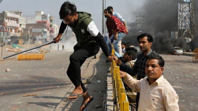 दिल्लीं नागरिकता कानुनया समर्थकतयेसं सांघातिक हमला, प्रहरीनापं न्हेम्हः सित